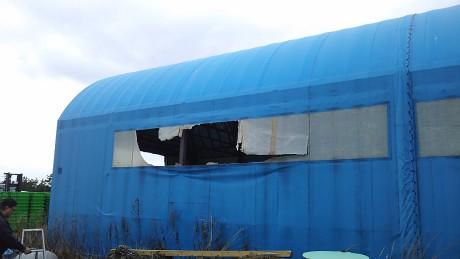 テント倉庫窓修繕前